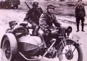 German soldiers riding in a motorcycle with sidecar — Stock Photo
