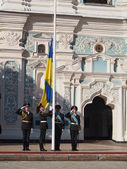 Raising the state flag of Ukraine — Stock Photo