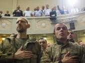Battle commanders perform the national anthem of Ukraine — Stock Photo