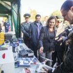 ������, ������: Victoria Nuland examines equipment