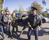 Traffic police prevents movement — Stock Photo