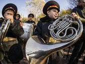 Cadets and schoolchildren at Babi Yar — Stock Photo