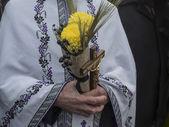 Man holding bouquet — Stock Photo