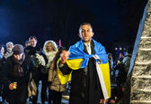 Man covered by Ukrainian national flag — Stock Photo