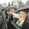 Woman in car negotiates with soldiers — Stock Photo #63683063