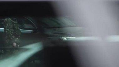Car departs from the Verkhovna Rada — Stock Video