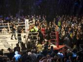 Boxer Aleksandr Usyk rejoices victory — Stock Photo