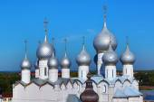 Domes of Assumption Cathedral and church of Resurrection in Rost — Stock Photo