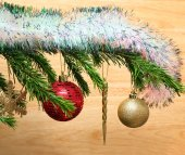 Christmas toys on fir tree twig and wood background — Foto Stock