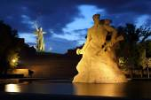 Monument Stay to Death at night in Volgograd — Stock Photo