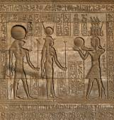 Hieroglyphic carvings in ancient egyptian temple — Stock Photo