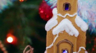 Dům, sněhové vločky a koule — Stock video