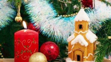 Kerze, Haus, Schneeflocken — Stockvideo