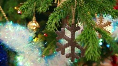 Dřevěný vánoční vločka — Stock video