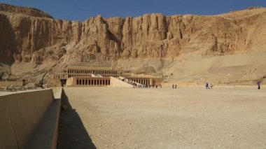 Ancient temple of Hatshepsut in Luxor Egypt — Stock Video