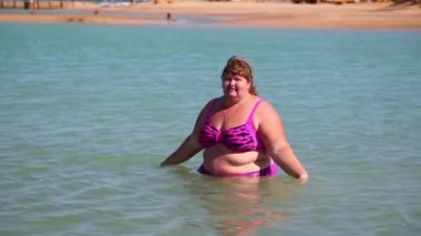 Overweight woman in sea — Stock Video