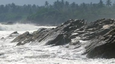 Golven op het strand — Stockvideo