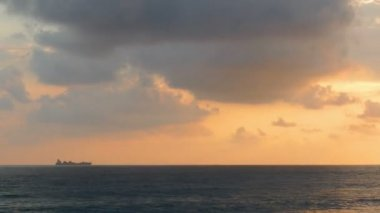 Ship on horizon of sea — Stock Video