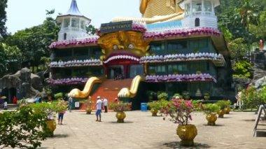 Dambula golden temple in Sri lanka — Stock Video