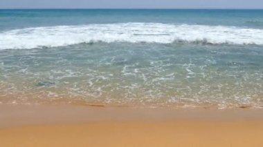 Ocean waves on the beach — Stock Video