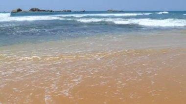 Waves on sandy beach — Stock Video