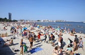 Crowded Municipal beach in Gdynia, Baltic sea, Poland — Stock Photo