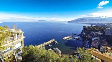 Picturesque view of Sorrento coastline, Gulf of Naples and Mount Vesuvius — Stock Video