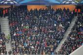 İnsanlar futbol maçı izle — Stok fotoğraf