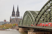Cologne Cathedral and Hohenzollern Bridge over Rhine river — Stock Photo