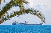 Statki przemysłowe w Morzu Śródziemnym w pobliżu Cypr — Zdjęcie stockowe