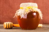 Honey in jar — Stock Photo