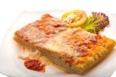 Pizza with tomato sauce and mozarella — Foto Stock