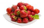 在碗里的草莓 — 图库照片
