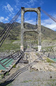 Abandoned bridge over the river Katun, Altai. — Stock Photo