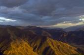 Altai mountains lit by the setting sun. — Stock Photo