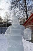 Exhibition of ice sculptures: a man with a mug of beer, came out — Stock Photo