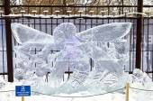 Ice sculpture - Dragonfly and Ant — Stock Photo