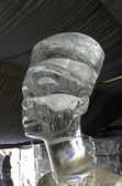 Bust of Queen Nefertiti in the exhibition of ice sculptures. — Stock Photo