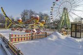 Snow-covered attractions in winter park. — Stock Photo