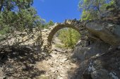 Small aqueduct in the Crimean mountains. — Stock Photo