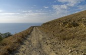 Dirt road in the Crimean mountains. — Stock Photo