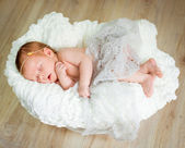Lovely newborn baby sleeps — Stock Photo