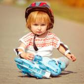 Girl in roller skates and a helmet — Stockfoto