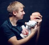 Padre y su hija recién nacida — Foto de Stock