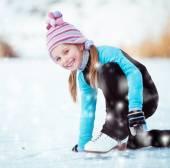 Küçük kız paten — Stok fotoğraf