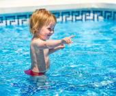 小女孩在潜水服 — 图库照片