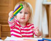 Girl draws felt-tip pens — Photo