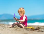 Little girl playing in the sand — Stock Photo