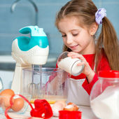 Little girl preparing biscuits — Stock Photo