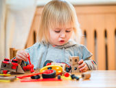 Girl playing with constructor — Foto de Stock